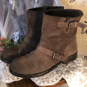 """Zigi Girl """"Chilly"""" suede boots size 8.5M. GUC."""